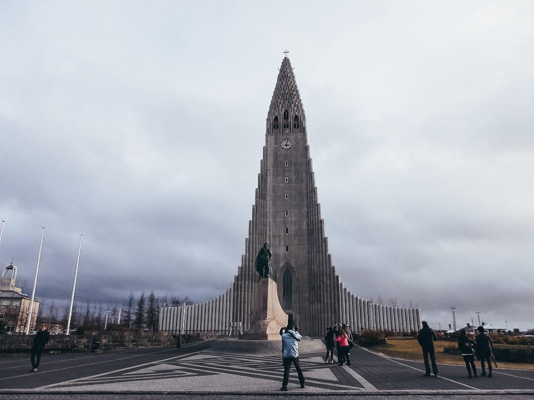 Iglesia Hallgrimskirkja y el monumento a Leif Eriksson, qué ver en Reikiavik
