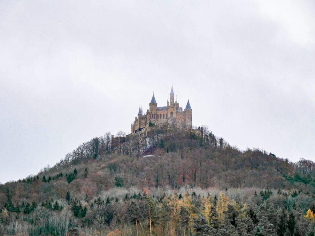 castillo de Hohenzollern de lejos