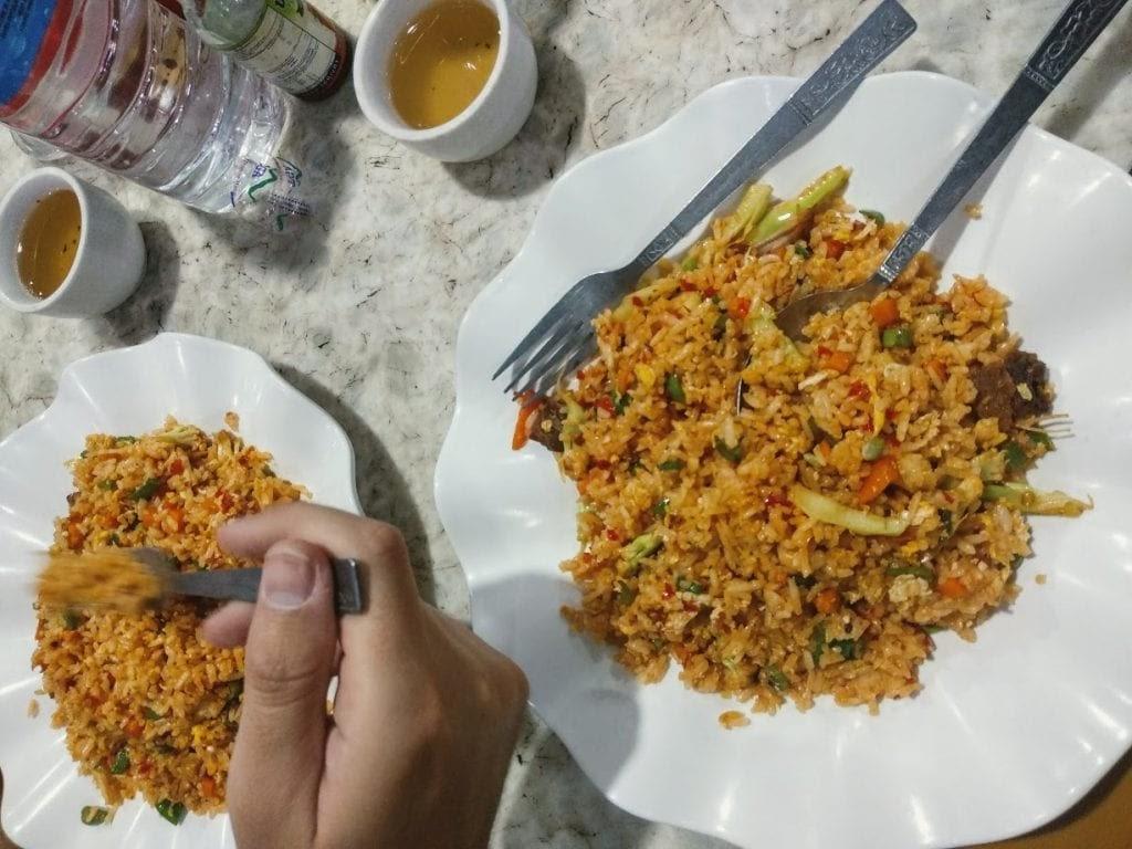 platos de arroz típicos de la gastronomía de Myanmar