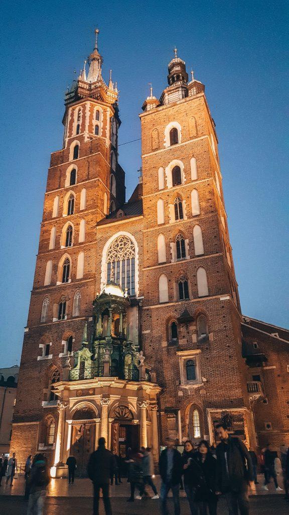 B´a´silica de Santa María de Cracovia en Polonia