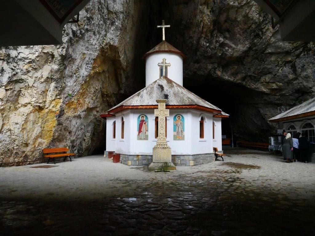 iglesia del parque nacional de Bucegi