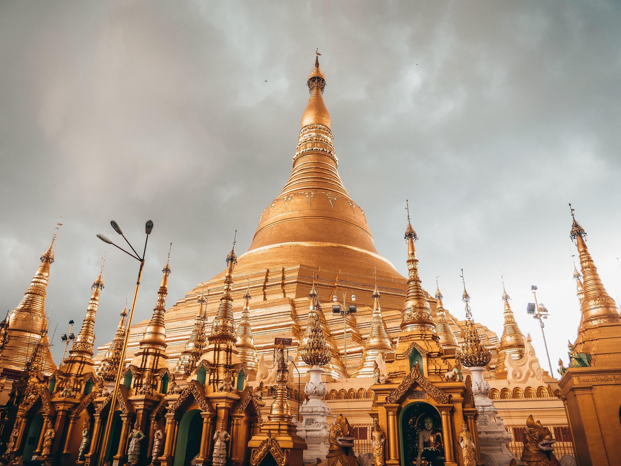 Shwedagon Pagoda viaja a Myanmar