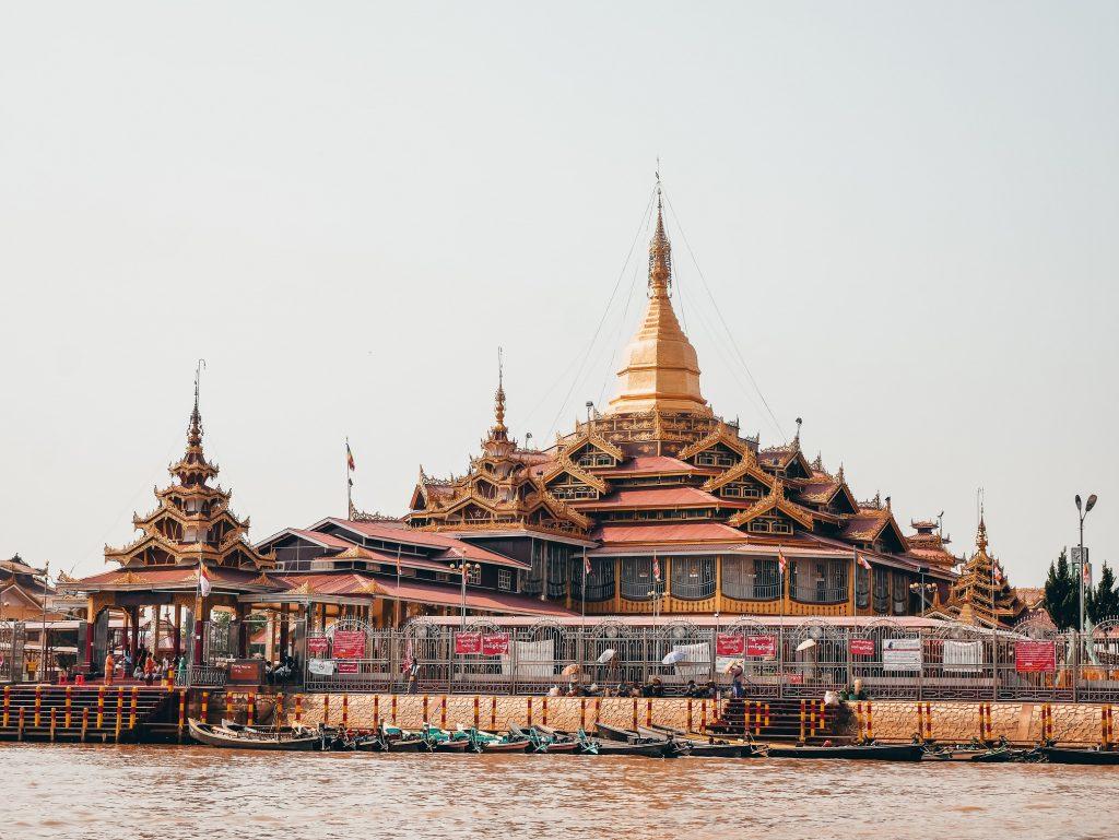Phaung Daw Oo Paya Pagoda en Myanmar