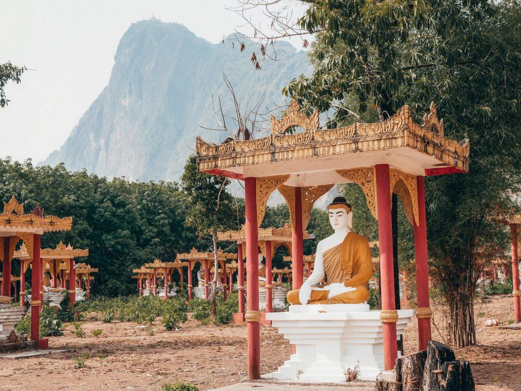 budas del jardín de Lumbini en Hpa-An