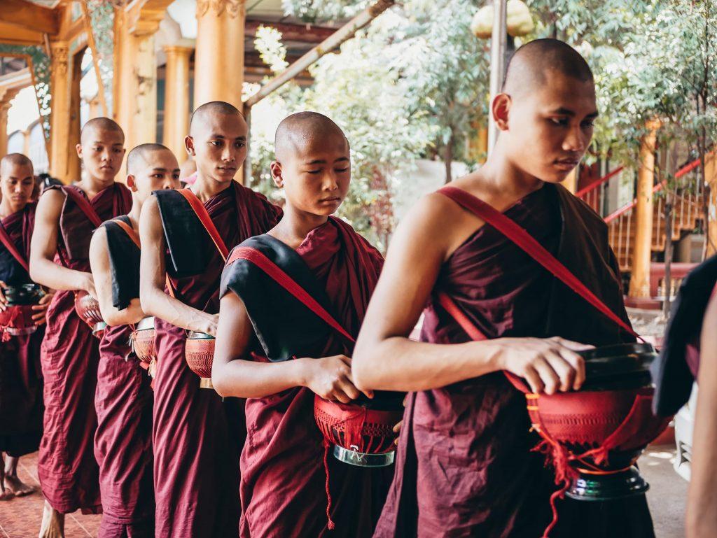 monjes de Pegu en Myanmar