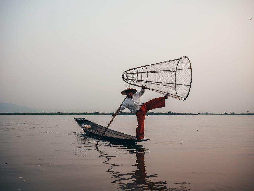 típico pescador haciendo como que pesca en Myanmar