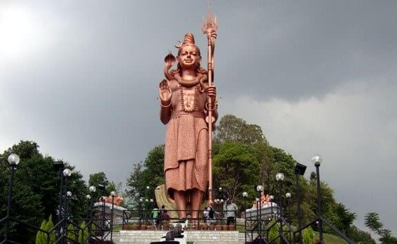 estatua de shiva en Sanga